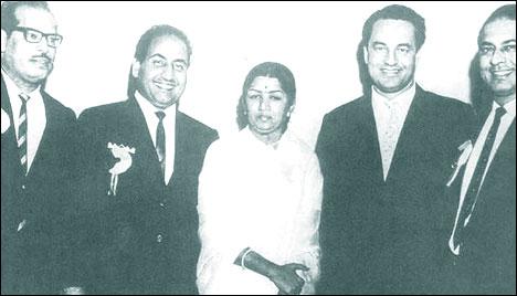 Rafi with Lata, Manna Dey, Mukesh and Talat