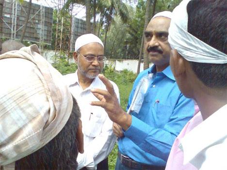 ACP of Mumbai Mr. Mubeen Sayyed (blue shirt) and Dr. Sumra Yunus