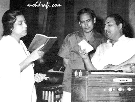 Suman Kalyanpur, Hasrat Jaipuri, Mohd Rafti and Jaikishan on Harmonium