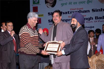 (L to R) Actor politician Shatrughan Sinha, Amarjit Singh Kohli,, Chairman Yaadgar-e-Rafi Society, New Delhi , Sh Manpreet Singh Badal, Finance Minister, Govt of Punjab, other members of Society at Rafi Memorial Function, held in Chandigarh on 6th Dec, 2009. Sh Shatrughan & Sh Badal releasing the Souvenir
