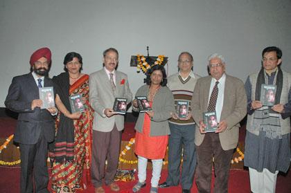 Release of Sushila Kumari's (Centre) book Madhubala Dard Ka Safar