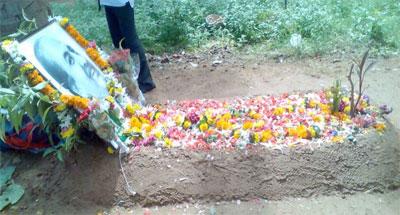 Rafi Sahab's Samadhi in Juhu Cemetery