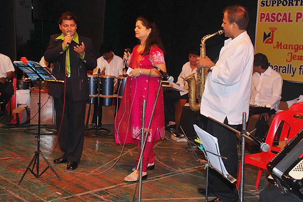 Prabhanjan Marathe & Aparna Singing Taaron Ki Zuban Par