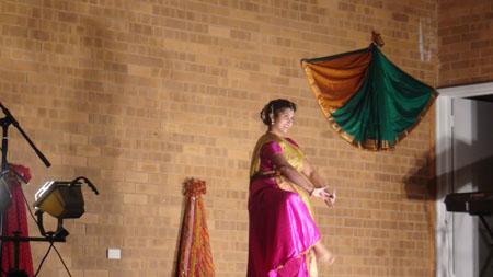 Irta Patkar dancing to Madhuban Mein Radhika