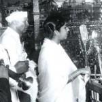 Lata Mangeshkar singing Aye Mere Watan Ke Logon.