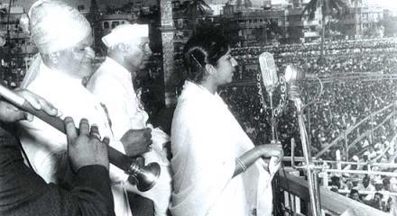 Lata Mangeshkar singing Aye Mere Watan Ke Logon